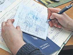 Чи зараховується в стаж роботи, що дає право на щорічну основну відпустку, період проходження військової служби у зв'язку з мобілізацією?