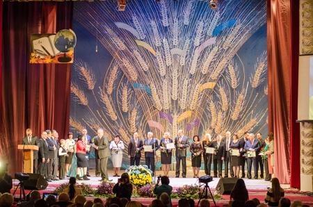 Святкування Дня працівників освіти в обласному муздрамтеатрі ім. Садовського